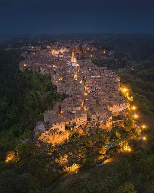 Pitigliano, Italy.jpg